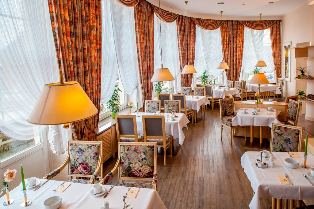 Restaurant 1 MG 1971 Web